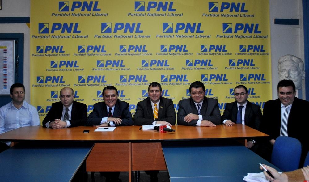 Conferinta de presa PNL Satu Mare, deputat Ovidiu Silaghi, Adrian Stef, primari PDL, PPDD