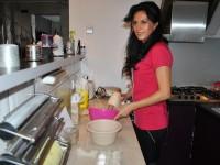 Acasă la … Laura Bota – Prăjitură cu brânză şi gem de afine