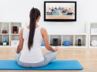 10 moduri în care poţi să faci sport când te uiţi la televizor