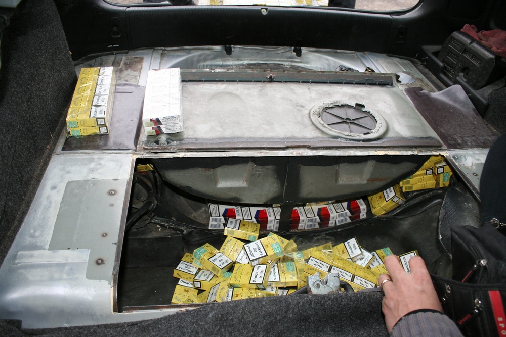 tigari ascunse in masina