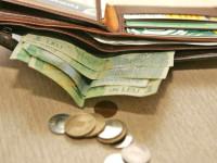 Tânăr cercetat pentru că a furat bani din case