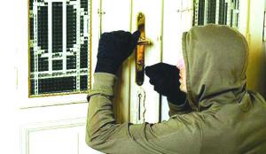 Un minor a furat peste 1.000 de lei dintr-o casă