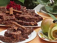 Prăjitura cu mere, ciocolată şi nuci