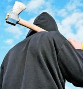 Și-a ameninţat soţia cu un topor, în faţa unui restaurant din Satu Mare