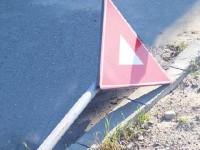 Doi tineri din Pișcolt au distrus două indicatoare rutiere
