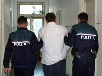 Poliţist lovit în faţă de un scandalagiu încătuşat