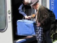Pensionarii şi veteranii ar putea fi obligaţi să plătească integral costul transportului public, de la 1 septembrie