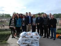 TSD Satu Mare  a donat 150 kg de hrană pentru câinii din adăpost