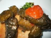 Sărmăluţe cu soia şi ciuperci în foi de viţă (reţetă de post)