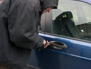 Sătmărean arestat în Cluj. Spărgea maşini parcate pe străzi