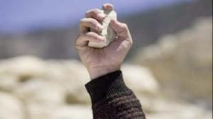 lovitura cu piatra