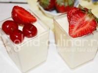 Cremă de vanilie cu fructe de vară