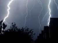 Ploi și descărcări electrice în toată țara, inclusiv la Satu Mare