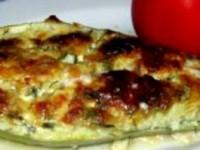 Dovlecei umpluți cu brânză, ou, smântână și verdeață