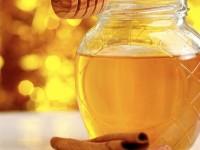 Miere cu scorţişoară – o combinaţie extraordinară ce tratează 15 afecţiuni