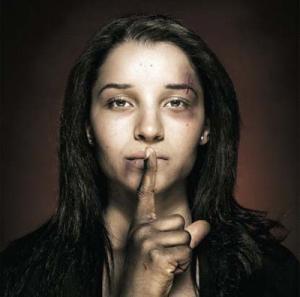 violenta femeie