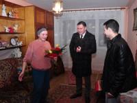 Președintele Adrian Ştef a dăruit un cadou de Crăciun unei femei sărmane