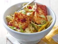 Rețete de post: Tofu în sos dulce de ardei iute și tăiței cu ananas