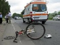 Biciclistă accidentată grav de un TIR