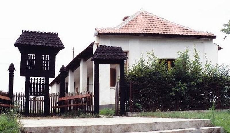 muzeul-etnografic-al-motilor-scarisoara-noua_52d5bab9282b9_1389738681_b