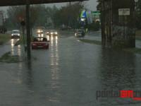 Ploaie torenţială la Satu Mare. Pasajul de pe Botizului, inundat (FOTO)