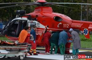 Bărbatul care și-a dat foc, transportat la Clinica de Arși din București