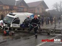 Un șofer de la Unicarm, în stare gravă după ce s-a izbit cu mașina de un stâlp