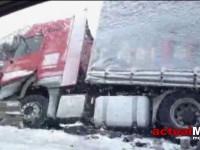 Accident în Livada. Un autotren a derapat și s-a răsturnat într-un șanț