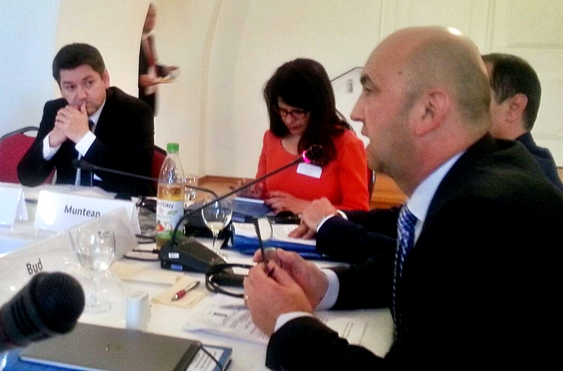 Prefectul Radu Bud, în timpul lucrărilor Comisiei Guvernamentale Româno-Germane  pentru problemele etnicilor germani din România