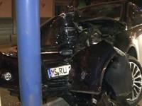 Accident soldat cu răniți la Orașu Nou. O tânără a intrat cu mașina într-un stâlp