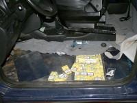Contrabandist prins cu țigări ascunse în podeaua mașinii. Unde s-a întâmplat asta