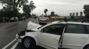 Accident soldat cu rănirea unei femei. Două mașini s-au ciocnit frontal
