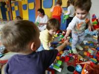 Înscrierea copiilor la creșe începe săptămâna viitoare. Câte locuri sunt disponibile