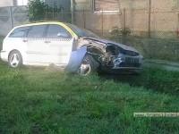 Accident grav la Păulești. O femeie rănită, transportată la UPU. Șoferul vinovat a părăsit locul faptei (FOTO)