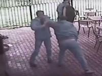 S-au bătut ca sălbaticii pe terasa unui bar. Bătăușii au ajuns la spital