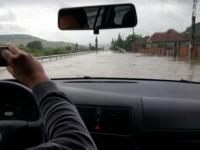 Drumul Satu Mare – Cluj, inundat din cauza ploilor abundente. Atenționare din partea șoferilor sătmăreni (FOTO& VIDEO)