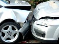 Mort de beat, un bărbat a distrus mai multe mașini. Avea o alcoolemie uriașă