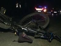 O biciclistă, accidentată de un motociclist. Victima a ajuns la spital