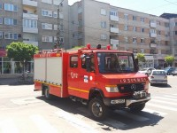 Copil blocat la etajul 5, salvat de pompieri. Incendiu la Doba