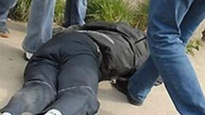 Bătut crunt și lăsat să agonizeze pe stradă. Victima a ajuns la spital