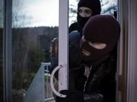 Trei tineri i-au prădat casa unui oșan. Unul dintre ei era minor