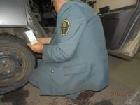 Prins cu 300 de pachete de ţigări în caroserie. Vameşii i-au confiscat maşina (FOTO)