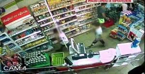 Hoț prins după ce a fost filmat de camerele de supraveghere. A fost arestat pe loc