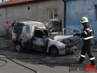 Incendiu la Satu Mare. Mașină distrusă de flăcări (FOTO)