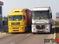 Drumul spre Livada, blocat. Transportatorii sătmăreni protestează (FOTO&VIDEO)