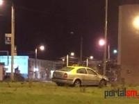 Accident la Pescăruş. Un bărbat beat a furat un taxi şi s-a izbit de un stâlp (FOTO)