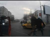 Bătaie în trafic la Satu Mare. Un orădean și băimărean s-au luat la pumni