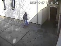 A furat o bicicletă de la Casa Schwab. Îl recunoaşte cineva? (VIDEO)