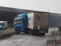 Stradă din Satu Mare, blocată de un Tir. Traficul a fost oprit (FOTO)