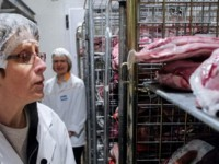 Zeci de kilograme de carne confiscate din magazinele sătești